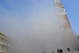 Italy: Bom khói nổ trên tháp chuông nhà thờ gây hoảng loạn ở Venice