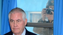 Binh sĩ Triều Tiên theo dõi nhất cử nhất động của Ngoại trưởng Mỹ tại khu DMZ