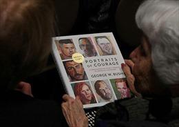 Sách ảnh của ông Bush lọt vào top sách bán chạy