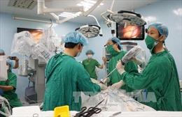 Lần đầu tiên, sử dụng robot phẫu thuật ung thư dạ dày thành công