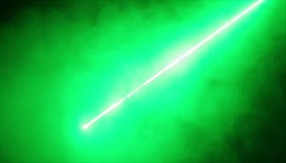 Bộ Quốc phòng Anh 'nhá hàng' vũ khí tia laser xanh chết chóc