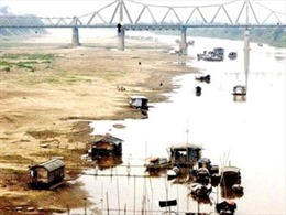 Sông Hồng đang dần cạn kiệt nước