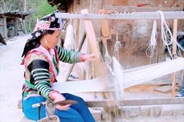 Gìn giữ nghề dệt vải lanh của đồng bào Mông