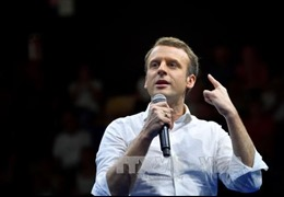 Ứng viên tổng thống Pháp Macron được cựu Thủ tướng Valls ủng hộ