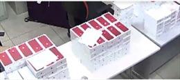 Thu giữ lô hàng iPhone đỏ trị giá hàng tỷ đồng nhập lậu