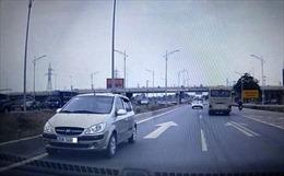 Cố tình đi ngược chiều trên cao tốc, lái xe bị phạt 7 triệu, tước bằng 5 tháng