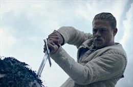 Charlie Hunnam 'vượt mặt' Henry Cavill để nhận vai Vua Arthur