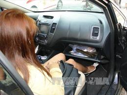Bắt đôi nam nữ sử dụng ma túy, điều khiển ô tô mang theo vũ khí nóng