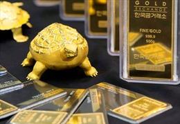 Giá vàng thế giới tăng đột biến, trong nước 'án binh bất động'
