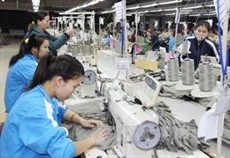 Doanh nghiệp trả lương cơ bản thấp, công nhân phải làm thêm giờ tăng thu nhập