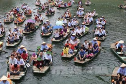 Hàng nghìn du khách dự Lễ hội truyền thống Tràng An, Ninh Bình