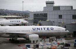 United Airlines không sa thải nhân viên sau vụ ép khách rời máy bay