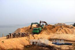 Tây Ninh tạm dừng khai thác cát trong hồ Dầu Tiếng