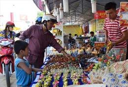 Phiên chợ hàng Việt về nông thôn thu hút hàng nghìn lượt người