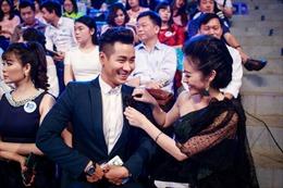 MC Nguyên Khang hội ngộ Diễm Quỳnh, tình tứ với Phí Thùy Linh tại lễ kỷ niệm 10 năm VTV6