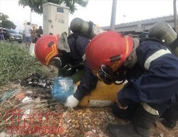 Hai đối tượng lạ vứt hai bình khí cực độc có thể gây tử vong trên đại lộ Phạm Văn Đồng