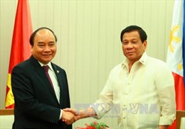 Thủ tướng Nguyễn Xuân Phúc gặp Tổng thống Duterte bên lề Hội nghị Cấp cao ASEAN-30