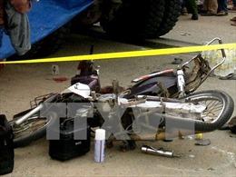Xe tải đâm xe máy làm hai người thiệt mạng, ùn tắc giao thông kéo dài