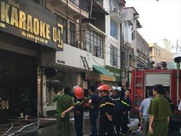 Nhanh chóng dập tắt vụ cháy quán karaoke trên phố Mai Hắc Đế, Hà Nội