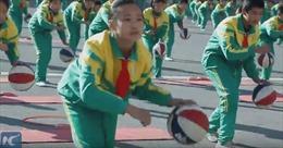 Mãn nhãn màn đồng diễn yoga bóng rổ của học sinh Trung Quốc