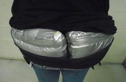 Phát hiện người phụ nữ 'độn mông' bằng 1,3 kg heroin