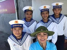 Ca sỹ Phương Thanh nhận lính Trường Sa làm... con rể