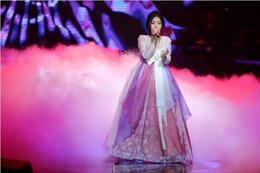 The Voice 2017: Han Sara  hát hit 'Lạc trôi', Anh Đức nhảy  vũ điệu 'Gangnam style'