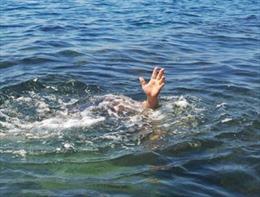 Đi tắm biển, một học sinh lớp 10 bị sóng cuốn mất tích