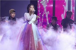 The Voice 2017: Đông Nhi tiếp tục ưu ái Han Sara