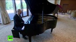 Bất ngờ xem Tổng thống Nga Vladimir Putin trổ tài 'độc tấu' piano tại nhà ông Tập Cận Bình