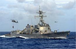 Lần đầu thời Tổng thống Donald Trump, tàu chiến Mỹ tới gần đảo nhân tạo Trung Quốc ở Biển Đông