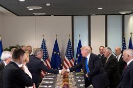 Tổng thống Mỹ ủng hộ điều khoản phòng vệ tập thể của NATO