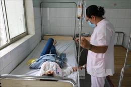 Bến Tre: 42 công nhân nhập viện nghi ngộ độc thức ăn