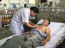Tiếp tục điều 10 bác sĩ lên Hòa Bình điều trị cho bệnh nhân thận nguy kịch