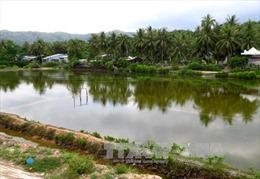 Diêm dân trắng tay vì ruộng muối ngập nước mưa