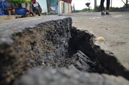 Vết nứt đường dân sinh toác rộng, TP Hồ Chí Minh di dời khẩn cấp 7 hộ dân