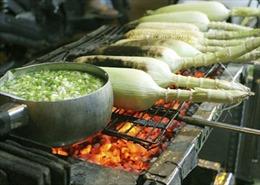 Những món ăn vặt dễ quay quắt nhớ quê trong ngày mưa gió ở Sài thành