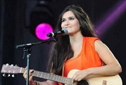 'Bản sao' danh ca Céline Dion hát gây quỹ từ thiện tại Việt Nam