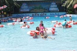 Công viên nước Đầm Sen xin lỗi về màn biểu diễn bikini phản cảm