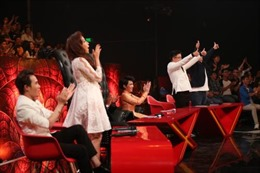 Nghệ sĩ Trung Dân và danh hài Việt Hương cười đến 'đứng hình' ở Cười xuyên Việt 2017