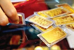 Giá vàng trong nước ngược chiều với 'cơn sóng' vàng thế giới