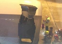 Máy bay Airbus Trung Quốc thủng toang, hạ cánh khẩn xuống Sydney