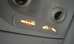 Không nộp phạt vì lén hút thuốc trên máy bay, 2 hành khách bị cấm bay