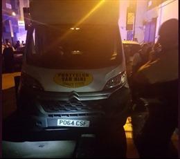 London: Xe tải đâm vào nhóm người đi bộ Hồi giáo, nhiều người bị thương