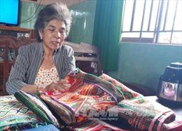 Người 'giữ lửa' nghề dệt thổ cẩm ở Bình Phước