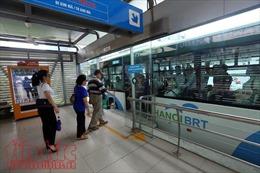 Buýt nhanh BRT: Kín chỗ giờ cao điểm, đìu hiu giờ thấp điểm