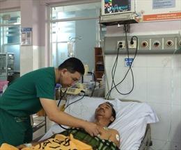 Bệnh nhân ngưng tim, ngưng thở được bệnh viện quận sốc điện 5 lần để cứu sống