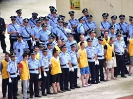 10.000 người xem kết án tử 13 tội phạm ma tuý, 8 tên bị xử tử lập tức