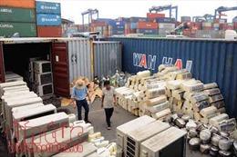 Mở container 'vải vụn' phát hiện số lượng lớn hàng cấm nhập khẩu