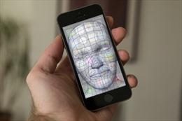 Thay vì vân tay, iPhone 8 sẽ mở khóa bằng khuôn mặt?